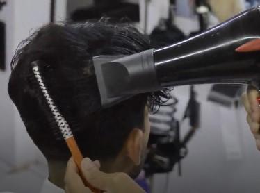 سشوار کشیدن مو برای شینیون مو مردانه و پسرانه2