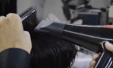 سشوار کشیدن مو برای شینیون مو مردانه و پسرانه3