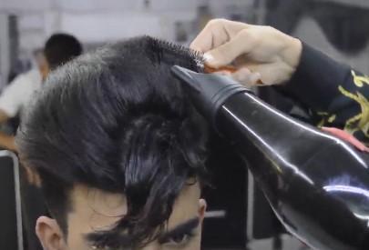 سشوار کشیدن مو برای شینیون مو مردانه و پسرانه4