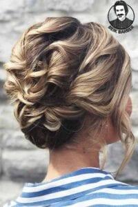 عکس مدل شنیون برای موهای کوتاه با فر دخترانه